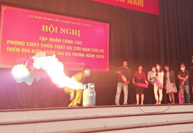Hàng trăm người dân tập huấn, nâng cao kỹ năng chữa cháy, thoát nạn ảnh 1