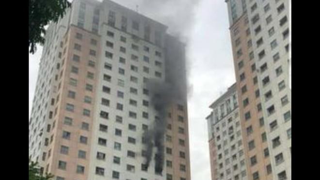 Dập tắt đám cháy tại tầng 13, khu đô thị Xa La, Hà Đông ảnh 1