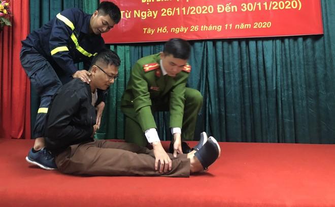Các kỹ năng cứu hộ, thoát nạn an toàn ảnh 13