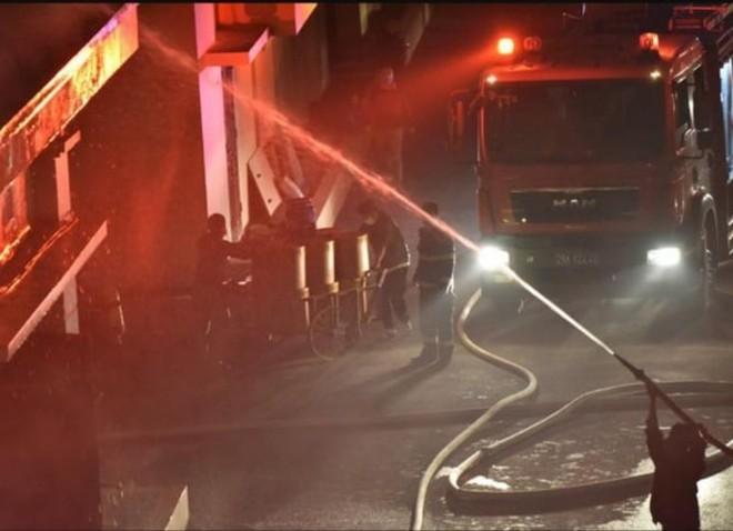 Kịp thời dập tắt đám cháy tại kho xưởng công ty dược phẩm Hà Tây ảnh 2