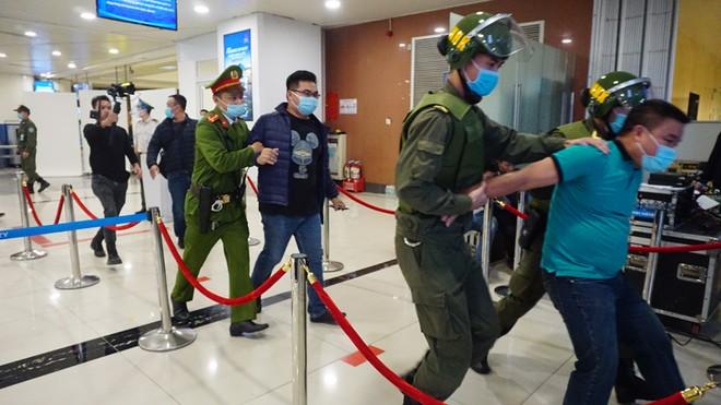 Diễn tập khẩn nguy đối phó với tình huống gây rối tại Sân bay Quốc tế Nội Bài ảnh 1