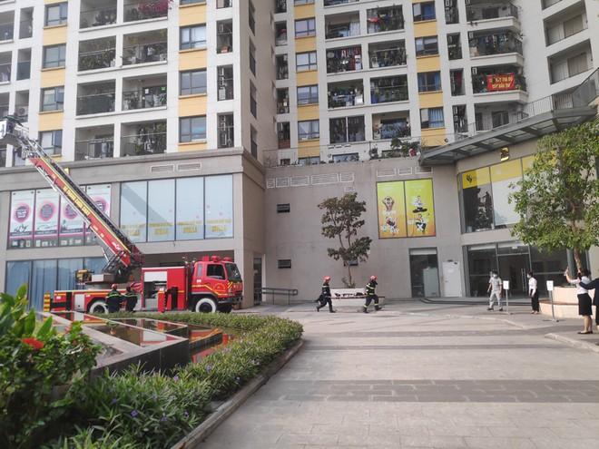Diễn tập cứu nạn tại tòa nhà hỗn hợp thương mại, dịch vụ và căn hộ ảnh 1