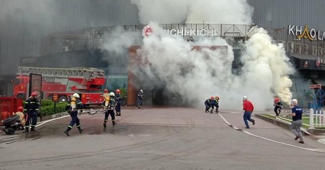 Xử lý nhanh tình huống cháy giả định tại nhà hàng trong Siêu thị BigC ảnh 3