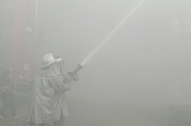 Xử lý nhanh tình huống cháy giả định tại nhà hàng trong Siêu thị BigC ảnh 12