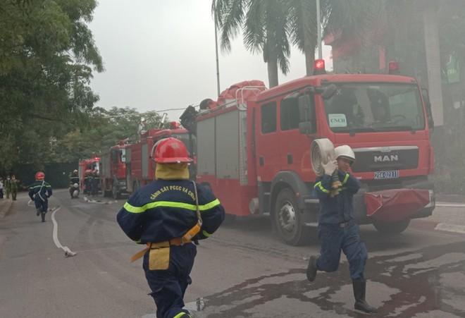 Xử lý nhanh tình huống cháy giả định tại nhà hàng trong Siêu thị BigC ảnh 5