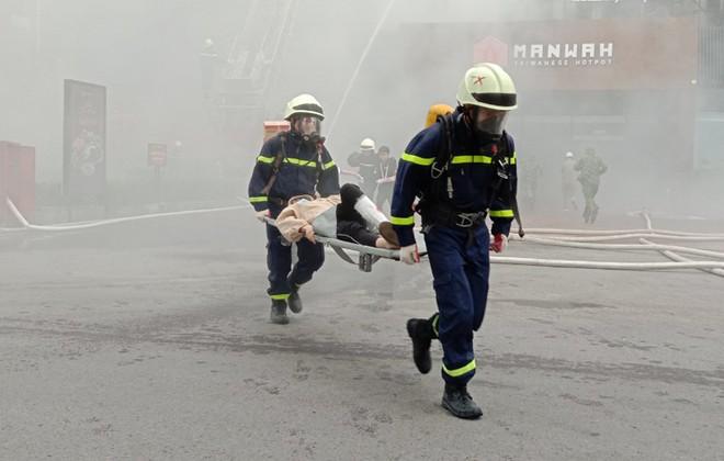 Xử lý nhanh tình huống cháy giả định tại nhà hàng trong Siêu thị BigC ảnh 9