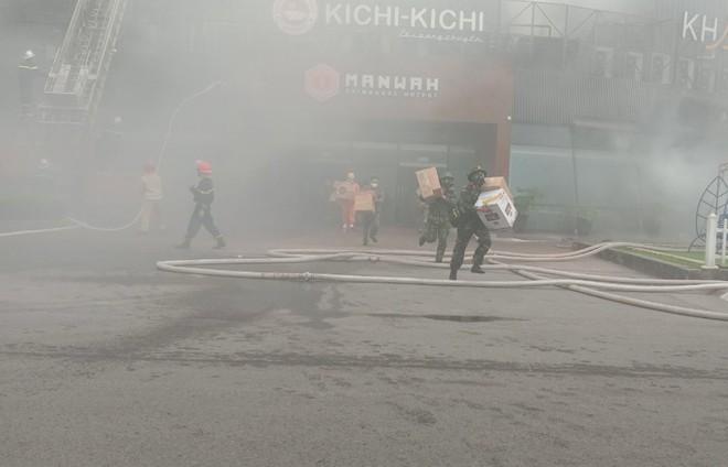 Xử lý nhanh tình huống cháy giả định tại nhà hàng trong Siêu thị BigC ảnh 11