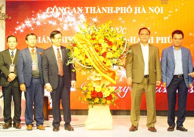 Công an Hà Nội chúc mừng giáng sinh cộng đồng Tin lành Hà Nội ảnh 2