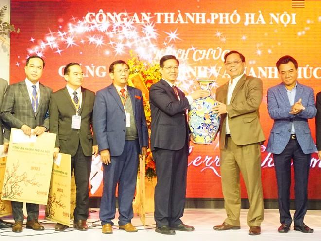 Công an Hà Nội chúc mừng giáng sinh cộng đồng Tin lành Hà Nội ảnh 1
