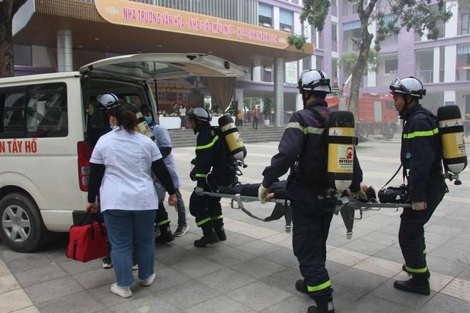 Xử lý nhanh tình huống giả định cháy khí gas tại bếp ăn ở trường học ảnh 3