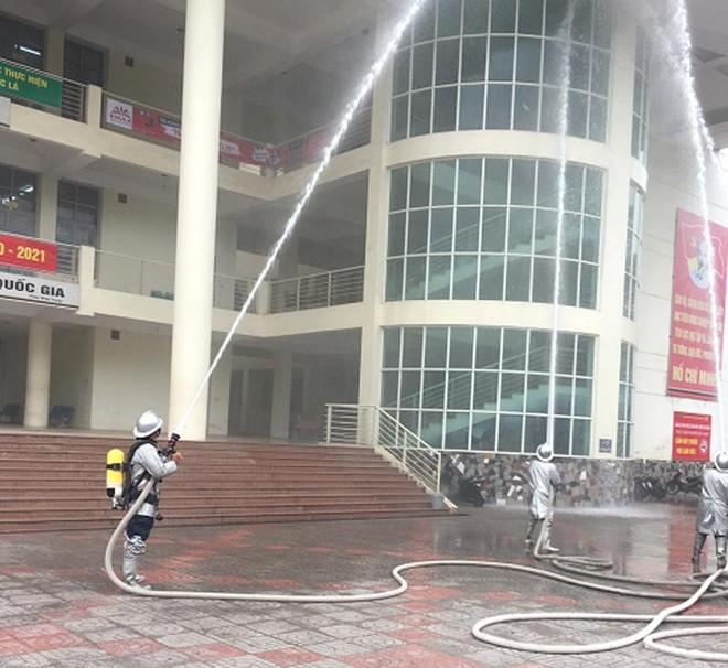 Xử lý tình huống cháy giả định tại Học viện Nông nghiệp Việt Nam ảnh 1
