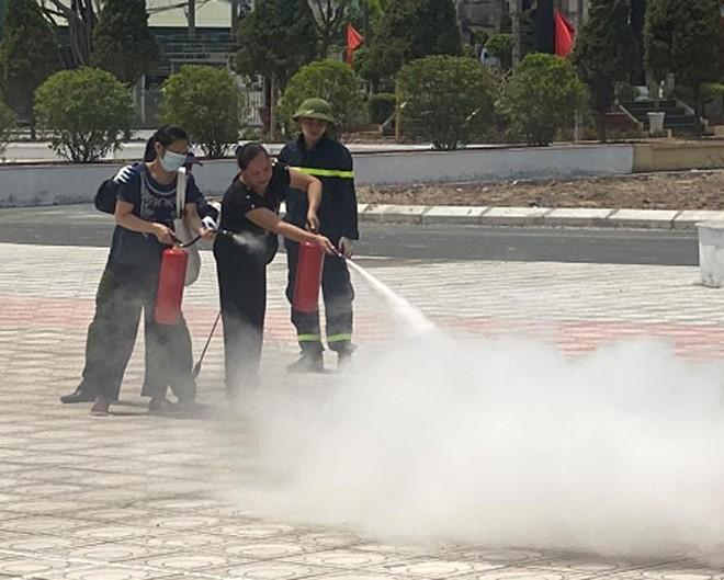 Xử lý tình huống cháy giả định tại Học viện Nông nghiệp Việt Nam ảnh 2