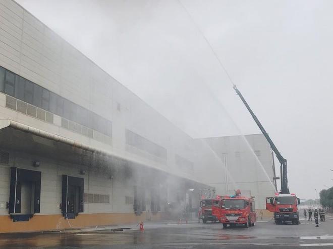 Diễn tập chữa cháy, cứu nạn tại Nhà máy sản xuất thiết bị điện tử thông minh ảnh 3