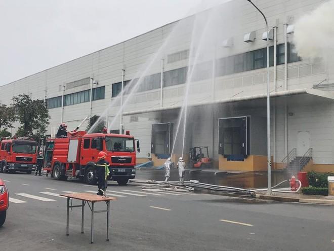 Diễn tập chữa cháy, cứu nạn tại Nhà máy sản xuất thiết bị điện tử thông minh ảnh 2
