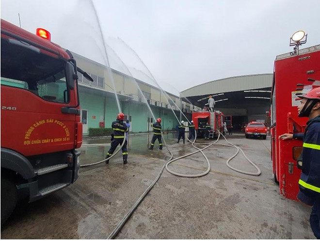 Xử lý tình huống cháy giả định tại Công ty cổ phần Medion Việt Nam ảnh 1