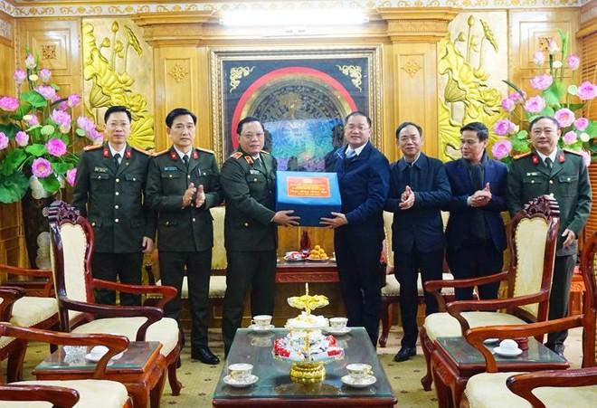 Giám đốc CATP Hà Nội thăm, tặng quà Tết gia đình chính sách, hộ nghèo huyện Mỹ Đức ảnh 3