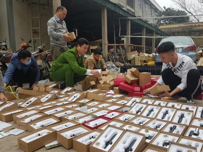 Phát hiện một số cơ sở cất giấu hàng nghìn linh kiện súng hơi và đạn chì ảnh 1