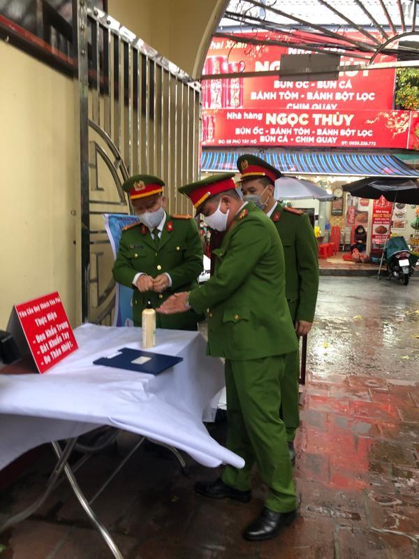 Công an quận Tây Hồ (Hà Nội): Chủ động phòng ngừa cháy, nổ nơi thờ tự, kết hợp tuyên truyền phòng, chống dịch Covid-19 ảnh 2