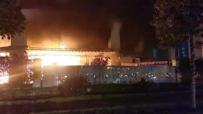 Kịp thời dập tắt đám cháy tối 30 Tết ảnh 1