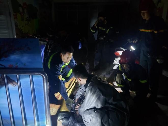 Khám nghiệm hiện trường, điều tra nguyên nhân cháy nhà dân trong đêm ảnh 1