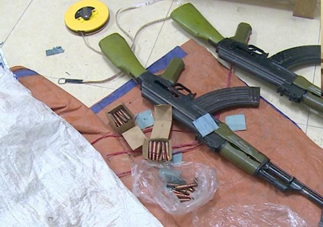 Bắt quả tang đối tượng vận chuyển 2 khẩu súng AK cùng 50 viên đạn ảnh 1