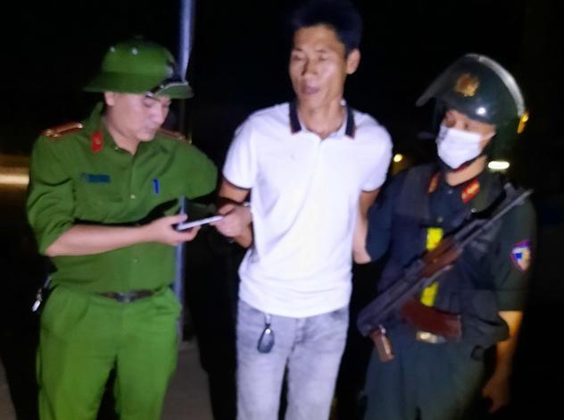 Cảnh sát bao vây bắt nhóm đối tượng vận chuyển ma tuý trên quốc lộ 6 ảnh 2