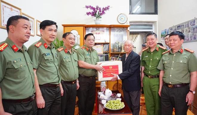Giám đốc Công an Hà Nội tri ân các đồng chí tham gia chiến trường B,C,K ảnh 1