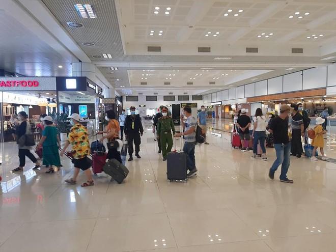 Căng mình các biện pháp đảm bảo phòng chống covid -19 tại sân bay Nội Bài ảnh 2