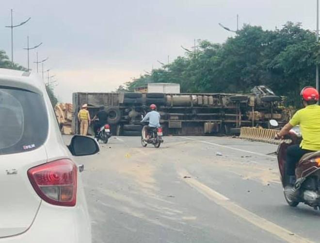 Lái xe tử vong trong chiếc ôtô bốc cháy trên đường Võ Nguyên Giáp ảnh 1