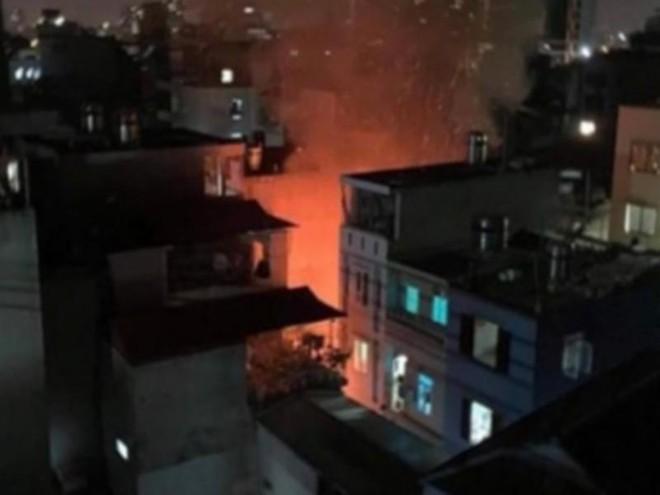 Dập tắt đám cháy trong đêm tại xã Tân Triều ảnh 1