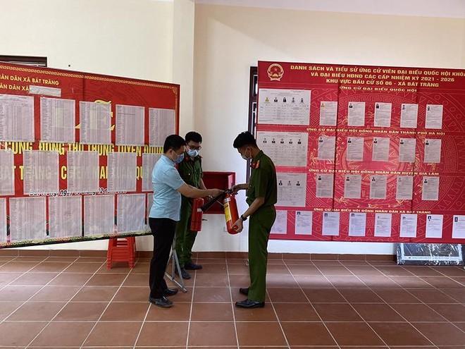 Chủ động kiểm tra phòng cháy, đảm bảo an toàn các điểm bầu cử ảnh 1