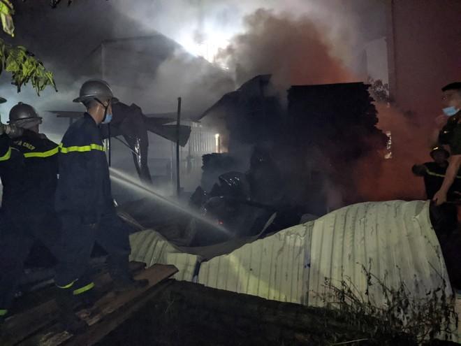 Khẩn trương điều tra nguyên nhân cháy trong đêm tại huyện Đan Phượng ảnh 1