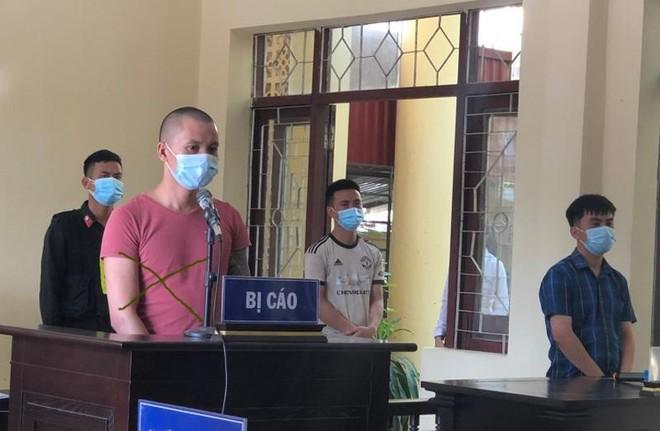 Phạt 30 tháng tù đối tượng chống đối, hành hung tổ công tác phòng chống dịch Covid-19 ảnh 1
