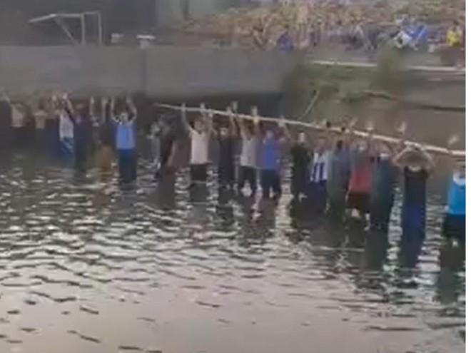 """Clip: Giữa tâm dịch Covid-19, một công ty ở Bắc Giang tập trung đông người """"thi"""" bắt cá ảnh 1"""