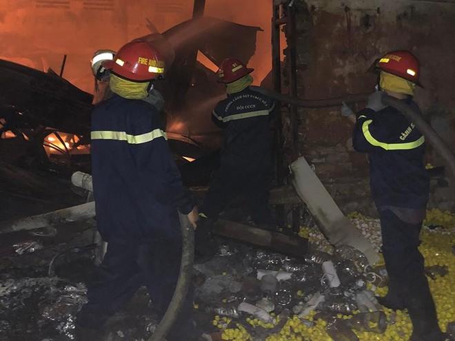 Dập tắt đám cháy tại Công ty nhựa Hải Hà ảnh 1