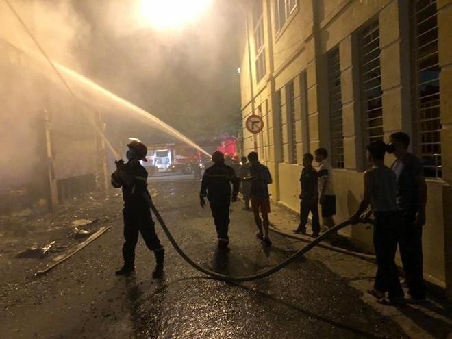 Cháy phòng trà trong đêm khiến 6 người tử vong ảnh 1