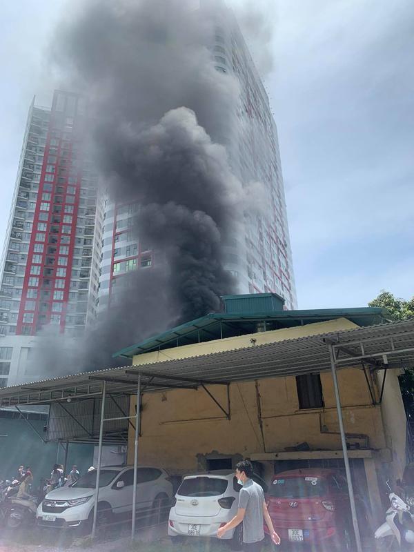 Cháy lớn tại kho xưởng số 74 phố Định Công ảnh 2