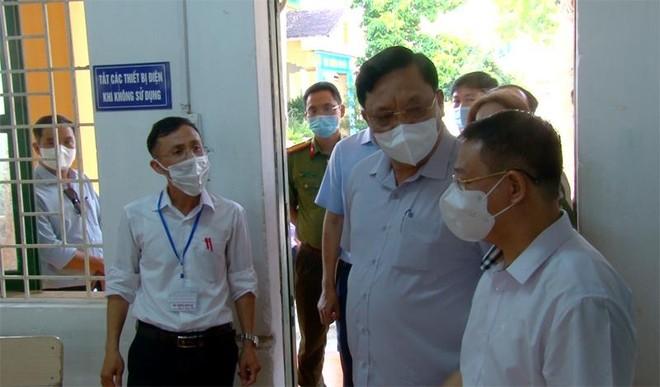 Giám đốc Công an Hà Nội kiểm tra công tác đảm bảo an toàn trước kỳ thi tốt nghiệp Trung học phổ thông quốc gia ảnh 3