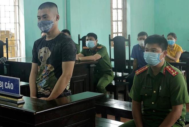 Phạt 10 tháng tù trường hợp không đeo khẩu trang, chống người thi hành công vụ ảnh 1