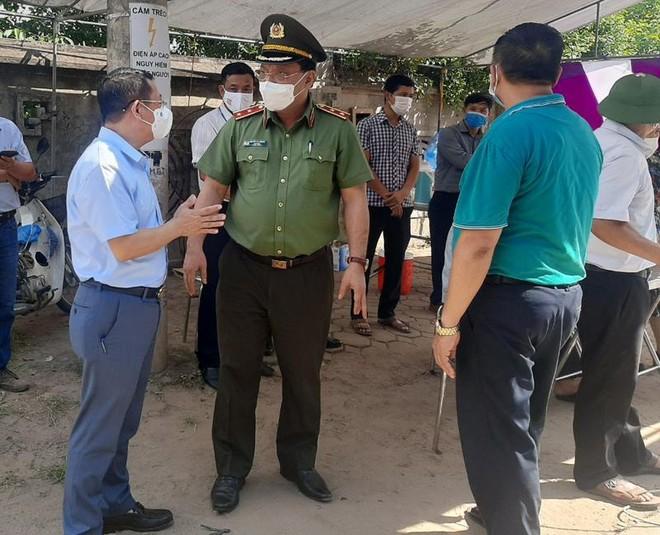 Đoàn Công tác số 15 của Thành ủy kiểm tra chốt ứng trực phòng chống Covid-19 tại huyện Mê Linh ảnh 2