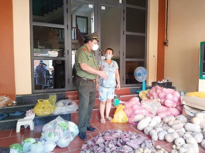 Đoàn Công tác số 15 của Thành ủy kiểm tra chốt ứng trực phòng chống Covid-19 tại huyện Mê Linh ảnh 3