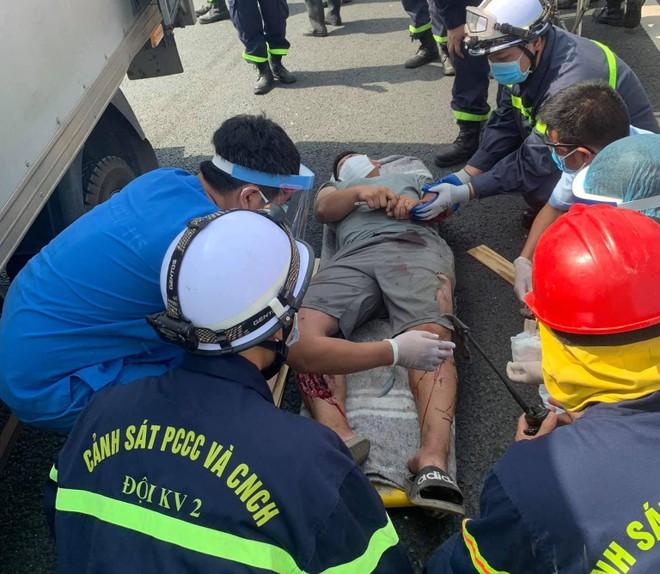 Nhiệm vụ của người lính cứu hỏa trong mùa dịch Covid-19 ảnh 1