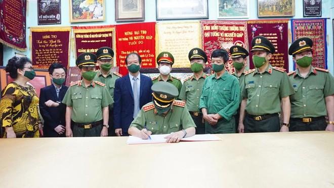Bộ trưởng Tô Lâm dâng hương tưởng nhớ Đại tướng Võ Nguyên Giáp ảnh 2