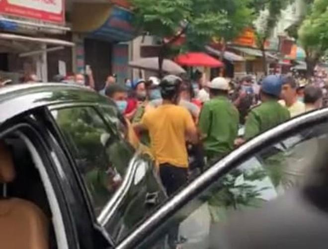 """Cơ quan Công an thông tin về vụ xe ô tô không biển số """"náo loạn"""" phố Thụy Khuê ảnh 1"""