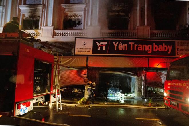 Kịp thời dập tắt đám cháy tại shop quần áo trong chợ Ninh Hiệp ảnh 1