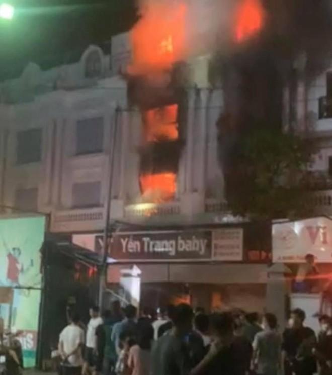 Kịp thời dập tắt đám cháy tại shop quần áo trong chợ Ninh Hiệp ảnh 2