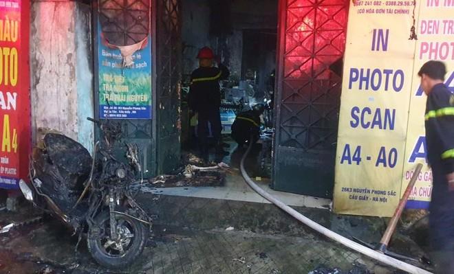 Kịp thời cứu thoát 5 người mắc kẹt trong đám cháy lúc rạng sáng ảnh 2