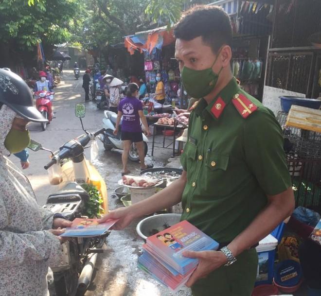 Tiểu thương 23 chợ trên địa bàn huyện Chương Mỹ được trang bị kiến thức an toàn phòng cháy ảnh 1