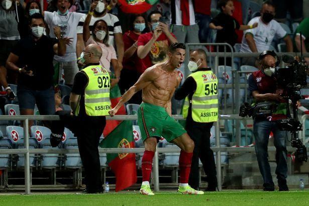 """Ronaldo mừng rỡ khi """"bí quyết"""" hồi phục sức khỏe về đến Manchester ảnh 3"""