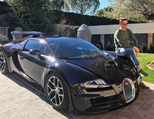 Ronaldo chi gần 300 tỷ đồng mua siêu xe Bugatti bản giới hạn ảnh 3